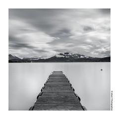 Lac en carr (Johan FREIMANN) Tags: lake france annecy nikon noir lac nuages et blanc ponton hautesavoie carre rhonealpes poselongue nd1000 annecylevieux d7000