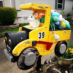Larry's Easter mailbox! #candyland #canbymanor #canby (HOUSE OF PINKU) Tags: candyland canbyoregon canbymanor