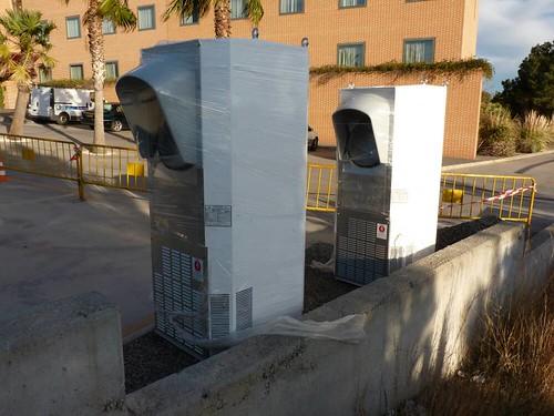 "Supercargador de Tesla Motors en Paterna-Valencia (1) <a style=""margin-left:10px; font-size:0.8em;"" href=""http://www.flickr.com/photos/128385163@N04/25414791661/"" target=""_blank"">@flickr</a>"