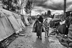 Idomeni Camp (Melissa Favaron) Tags: europa europe refugees border confine police greece macedonia grecia immigration crisis polizia noborder profughi fyrom crisi blocchi immigrazione frontiera rifugiati campoprofughi siriani idomeni iodinecamp