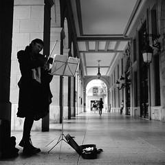 The Violinist (Imanol 6x6) Tags: street portrait blackandwhite bw 120 6x6 film eh architecture rolleiflex mediumformat landscape kodak trix 400 mf nophotoshop sansebastian f28 donostia trl 500x500