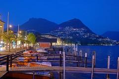 blaue Stunde am Luganoer See (Ossiland) Tags: orange schweiz blau lugano steg blaue seeufer stunde tretboote