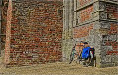 Selective Color (Hindrik S) Tags: blue shadow red brick bike bicycle stone blauw sony read shade 1750 blau tamron schaduw rood stein hdr fiets steen oldehove fietstas a57 baksteen stien tamron1750 aldehou sonyalpha tamronspaf1750mmf28xrdiiildasphericalif bakstien cyclebag fyts sonyphotographing skaad slta57 57 fytstas