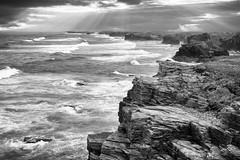 Muros eternos (Govall) Tags: light sea sky bw clouds cliffs cielo ribadeo acantilados playadelascatedrales