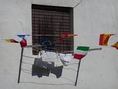 Cuestiones que airear (Markus' Sperling) Tags: window ventana interior line clothes banderas ropa colada tendida tendedero