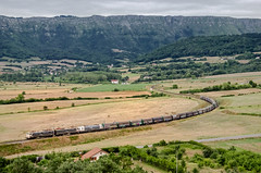 MegaBobinas... (ililo23) Tags: railroad mountain mountains port train de tren puerto 1 nikon d steel valle rail railway bilbao valley 102 monte 300 tandem 5100 nikkor 18 coil montaa caf freight mitsubishi casetas coils montaas acb montes ferrocarril renfe bobina arcelor 289 sestao ffcc ordua delika 18300 bobinas compacta mittal melco 2891 castejn mercancas bobinero arcelormittal acera tndem tertanga 289102 villafra d5100 cenemesa ililo23 bilbaocasetas bilbaocastejn