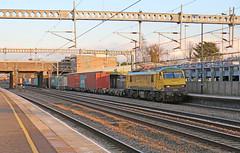 Freightliner 90042 - Tamworth (Andrew Edkins) Tags: england electric canon geotagged railwaystation staffordshire skoda tamworth class90 90042 railwayphotography