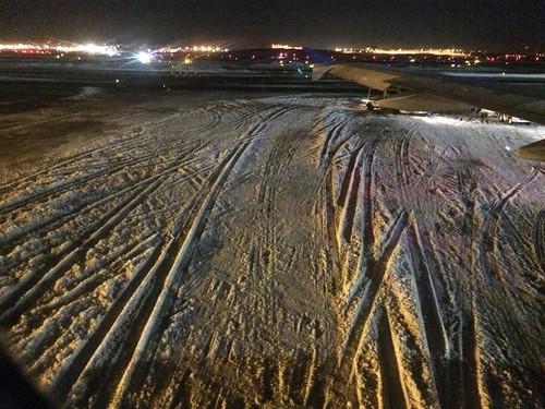 雪のラガーディア空港