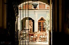Cour intérieure à Puebla (WhiteFlowersFade) Tags: voyage door old city travel light art méxico architecture court mexico nikon lumière interior interieur citylife mexique porte puebla ville décoration vieux cour d7k d7000 vieenville