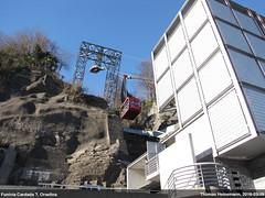 Seilbahnkabine erreicht die Talstation in Orselina (Lanchid) Tags: schweiz switzerland tessin ticino suisse locarno svizzera funivia seilbahn orselina cardada