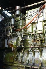 The older generation (Lady Wulfrun) Tags: nottingham bus green set truck fairground engine generator oil oily gardner showman bramcotehillspark showmans 6lw