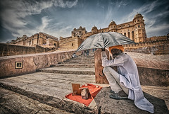 Am'er Beggar. (Prabhu B Doss) Tags: summer india umbrella skyscape fort indian beggar heat jaipur cloudporn palaces rajasthan amer sigma1020mm travelphotography incredibleindia amerpalace nikond80 prabhubdoss