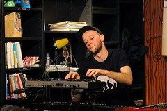 Sander Moorlag 7456-7_7199 (Co Broerse) Tags: music amsterdam keys electronics sander 2016 heatwaves moorlag composedmusic cobroerse thecoolquest instoreoptreden concertorecordstore concertopodium