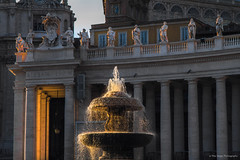 St. Peter's Square (Opera.Pink - d s g n) Tags: plaza light sunset italy sun vatican rome roma art sol water fountain square lights agua italia arte place sundown statues vaticano column stpeterssquare lazio columnas watersource plazadesanpedro fuentedeagua