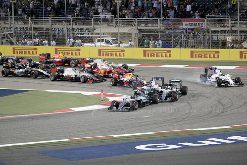 F1 race - into 1st lap they go