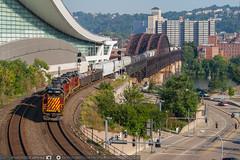 NS KC32 through Pittsburgh (benpsut) Tags: railroad us pittsburgh unitedstates pennsylvania ns trains conventioncenter railroadbridge norfolksouthern downtownpittsburgh ftwaynebridge gp11 nspittsburghline alleghenyvalleyrailroad avr2008 kc32 emdgp11 nsftwayneline nskc32