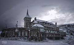 Frío como el hielo/ Cold as ice (Jose Antonio. 62) Tags: winter españa snow building beautiful clouds photography spain colours nieve edificio asturias nubes invierno
