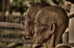 Serious meditation (Saint-Exupery) Tags: leica portrait temple retrato candid burma myanmar robado birmania
