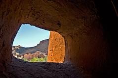Tinghir - Marocco (rosella sale) Tags: africa travel muro ombre finestra marocco viaggi viaggio luce paesaggio tinghir particolare villaggio apertura fessura dallinterno rosellasale fotorosellasale