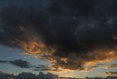 le masque effrayant (laetitiablabla) Tags: sunset sky cloud france soleil glory coucher ile lovers ciel val suburb nuage banlieue marne