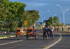 happy people - Gasmetro, Porto Alegre - Brasil (crismdl) Tags: brazil sport brasil weekend south portoalegre poa rs esporte riograndedosul sul finaldesemana gasometro arlivre gasmetro pedalinho pedalinhos