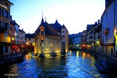 Le Palais de l'Isle à la tombée de la nuit (1) (didier95) Tags: palaisdelisle annecy hautesavoie nuit bleu ville thiou riviere reflet lumiere architecture fabuleuse