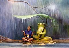 thumbelina (arju16) Tags: art rain canon thailand creative frog 3dart interactiveart pattaya canoneos40d bhoktiari dhrubajyoti 3dartmuseumpattaya