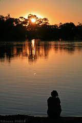 Sunset on the Murray River (boze610 [ free tibet ] [in giro per il mondo]) Tags: travel trees sunset travelling water girl river tramonto quiet colours fiume australia calm rest sa southaustralia colori murrayriver ragazza quiete greatphotographers canoneos400d groccaphoto
