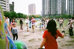 bubbles (Nai.) Tags: city people urban 35mm buildings fun weekend joy streetphotography happiness bubbles 400 fujifilm pointandshoot filmcamera compactcamera recreational xtra fujicolor filmphotography colornegativefilm 135film pentaxespiomini