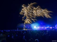 Lichtertanz der Elemente (Gerhard Busch) Tags: nacht brcke lasershow ostsee feuerwerk zingst wettbewerb elemente lichtertanz
