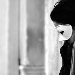 stranger behind the mask (Blende1.8) Tags: street italien venice people italy woman white black mask candid sw frau schwarzweiss venezia weiss venedig schwarz maske fremd mensch maskerade weis strase weissemaske