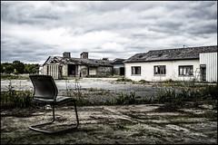 La solitaire (BriceLahy) Tags: abandoned nikon gaz nana radioactive 1855 fille hdr chaise usine abandonned masque radioactif urbex abandonn gonzesse d3200