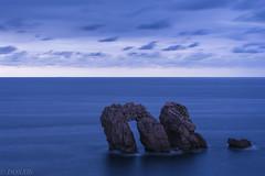 Los urros de noche (donxri) Tags: sunset night 50mm mar nikon nikkor 50 cantabria anochecer cantabrico liencres urros nikond5200