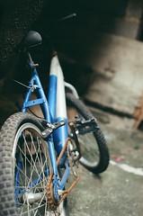 NEGATIVO 14 (danielmaforte) Tags: old film 35mm pentax k1000 kodak bicicleta velha filme analogica abandono lente50mm colorplus200