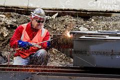 r_160428494_kos_a (Mitch Waxman) Tags: newyorkcity newyork construction scaffold greenpointbrooklyn newtowncreek laborers constructionequipment kosciuszkobridge nysdot dukbo
