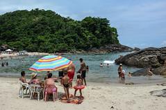 Em famlia (renanluna) Tags: sea sky mountain praia beach water colors gua riodejaneiro cores mar fuji br rj cu fujifilm 55 montanha trindade x100 021 renanluna fujifilmfinepixx100