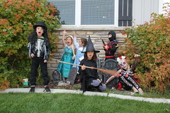 Trick or treating kids 5 (Aggiewelshes) Tags: halloween dorothy gavin october halloweencostume vivian olsen eryn cailin jovie 2015 skeletonrocker