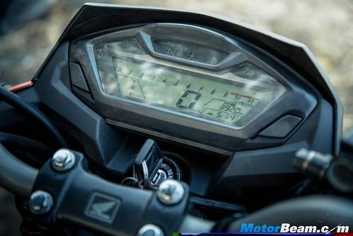 Suzuki-Gixxer-vs-Honda-CB-Hornet-160R-01