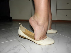 New model white flats 3 (luk742003) Tags: ballet feet shoes toes toe bare flats cleavage piedi tippy ballerine heelpop heelpopping