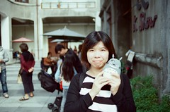 girl and totoro (Philip@Tamsui) Tags: film analog nikon kodak totoro fe nikkor hualien nikonfe   250d  kodak250d  kodakfilms  afnikkor35mmf20 kodakvision3250dcolornegativefilm5207