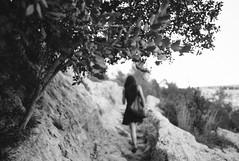 walking along gorge path (gorbot.) Tags: blackandwhite monochrome rangefinder canyon naturereserve sicily gorge roberta mmount leicam8 voigtlander28mmultronf19 riservanaturaleorientatapantalica