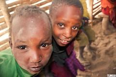 Maasai - Tanzania - Africa (TLMELO) Tags: africa friends boy portrait woman baby kilimanjaro hat mom tanzania kid women bravo child brothers retrato african poor son boring mount angry criana pobre tribe serengeti menino masai maasai tribo africana africano kilimanjaromount