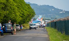 Bord de piste à TFFF (Maxime C-M ✈) Tags: road girls cars sport kids airport republic eagle martinique airplanes voiture route american enfants boeing airlines spotting tails vélo humans gol voitures embraer avions b737 aéroport b767 fdf cyclisme 972 b738 b763 tfff e175 tuifly dérives empennages