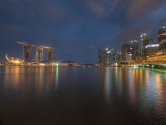 Blue Hour @ Marina Bay, Singapore (kilomaitre2k) Tags: singapore bluehour merlion jubileebridge marinabay marinabaysands artsciencemuseum