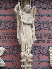 Erzengel Michael 160327 (1elf12) Tags: church statue angel germany deutschland michael cathedral erfurt kathedrale engel archangel erzengel mariendom domberg kichr