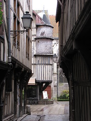 IMG_9099 (NICOB-) Tags: troyes ruelle monuments maison rue centreville aube colombages