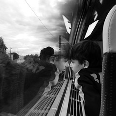 #4 - le train des vacances (yaya13baut) Tags: street blackandwhite bw reflection look train square kid child noiretblanc candid streetphotography teen candidshot streetreflection candidstreet