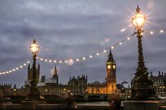 Inconfundible Londres (Nuria Domnguez) Tags: light sunset london tower night landscape puente luces noche farola torre bigben paisaje londres brigde anochecer tmesis parlamento nuriadomnguez