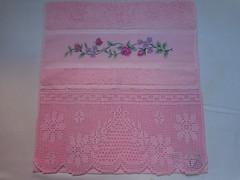 Toalha ponto cruz com rosas e borboletas e bico de croch (Costurinhas da Sueli - Festejando 6 anos) Tags: de rosa cruz toalha rosas ponto cor borboletas bico croch