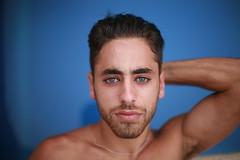 (Sin Herbert) Tags: blue portrait man azul canon 50mm eyes retrato ojos 5d hombre f12